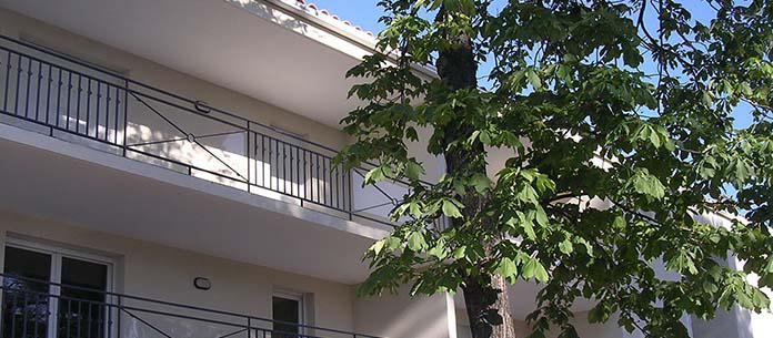 les terrasses de l 39 huveaune famille provence. Black Bedroom Furniture Sets. Home Design Ideas